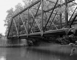 Indian Ford Bridge (now demolished) over the Spoon River in Fulton County, Illinois (original photo by Thomas J. Foley - Historic American Engineering Record, edited)