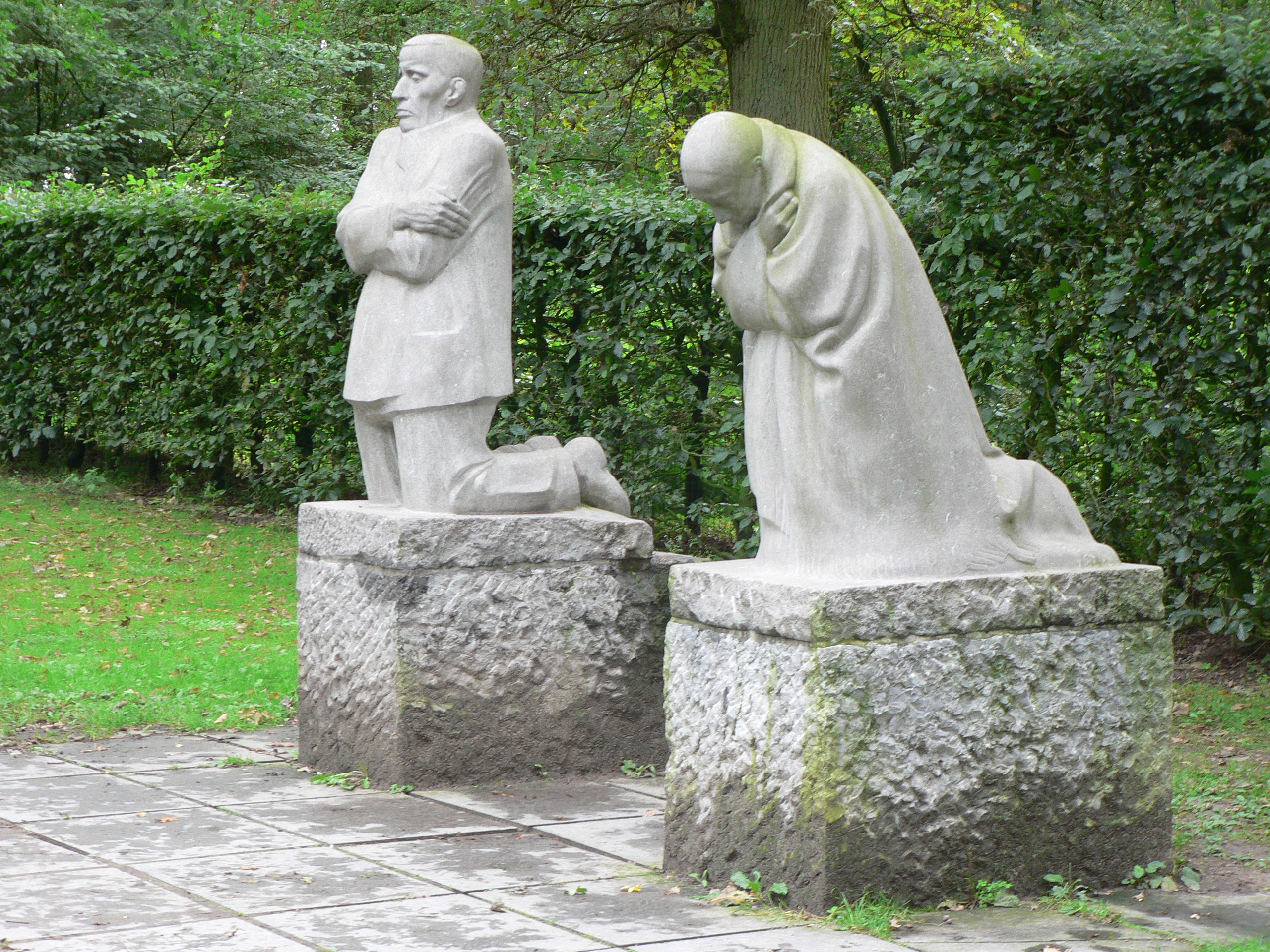 The Grieving Parents - Käthe Kollwitz - 1932 - for her son Peter, killed in World War I - Vladslo German War Cemetery, Belgium (pubic domain)