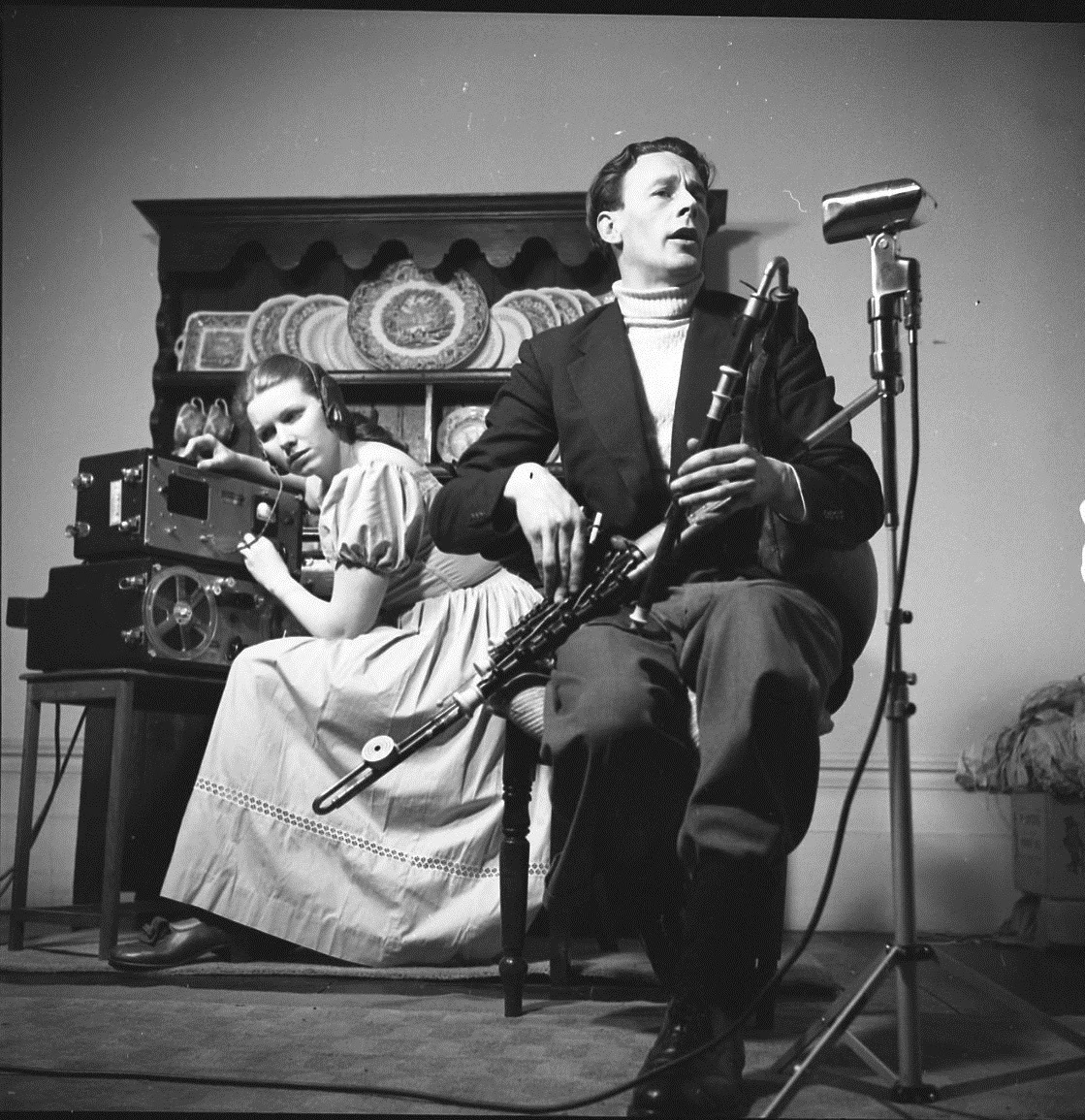 Jean Ritchie recording Seamus Ennis, March 1952 - photograph by George Pickow