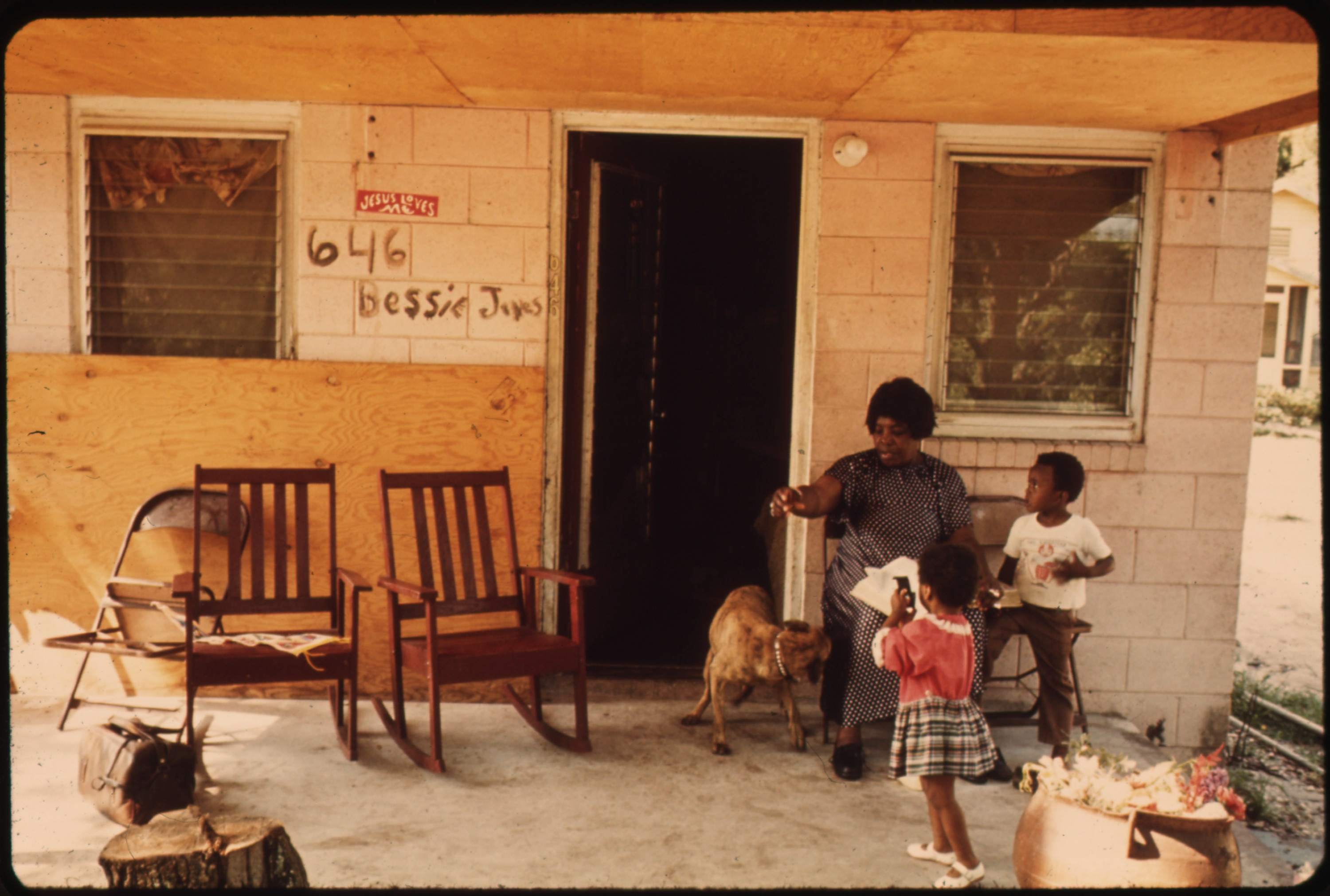 Bessie Jones at home on St. Simons Island with two great-grandchildren - photograph by Paul Conklin, 1973 - NARA - public domain